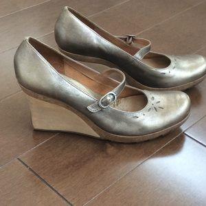 Gold wedge shoe Reaction Mary Jane